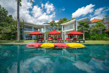 Family Friendly Private Villa, 5 BR, Canggu w/ staff