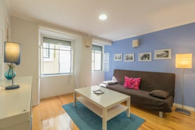 Colorful 1BR Apt - 15 mins to Castelo de S. Jorge