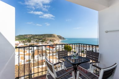 Seaview Apartment with great views