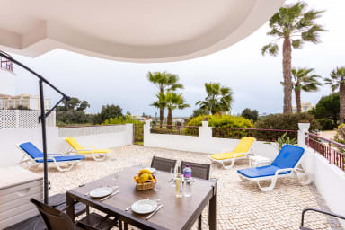 Great 2 bedroom apartment with communal pool | Meia Praia