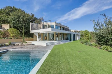 Luxurious Villa in Saint-Tropez on les Canoubiers