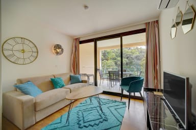 IMMOGROOM- Pool- Renovated- Terraces- Parking- A/C- Quiet- CONGRESS/BEACHES