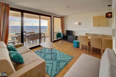 IMMOGROOM- Pool- Terrace Sea view- Parking- Spacious- CONGRESS/BEACHES