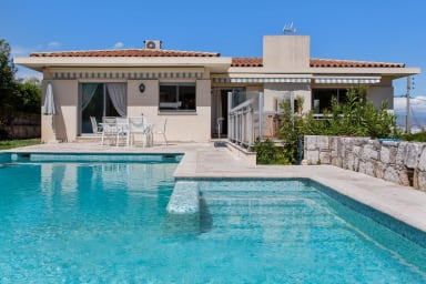 Stunning villa with pool, 15 min away from the centre of Antibes - Welkeys