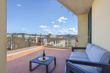 Penthouse with big terrace in Oltrarno-hosted by Sweetstay