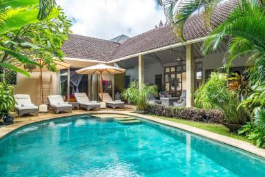 Villa Sami Luwih  3 bedrooms Private villa rental in Seminyak Bali