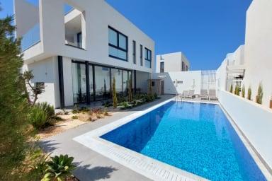 Cornellia Seaside  Villa