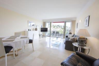 Appartement entièrement équipé de 105 m2 avec vue mer et collines