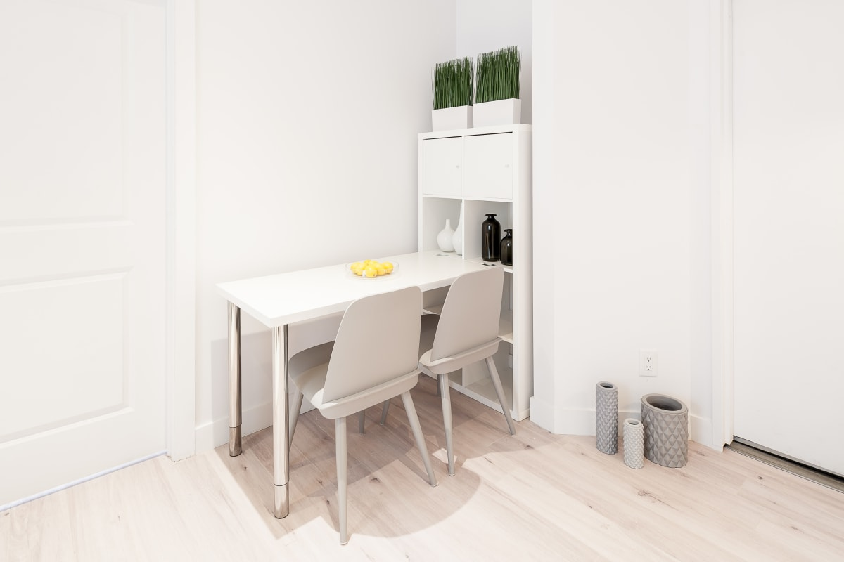 Casser Un Bar De Cuisine modern furnished apartment close to st catherine street and