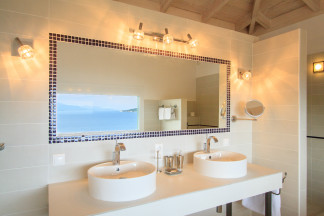 Bathroom 1 with excellent sea view