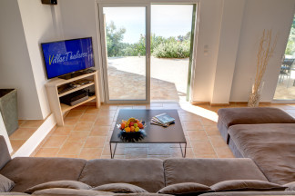 Comfortably equipped living room with lovely sea view