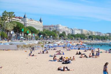 Рядом пляж