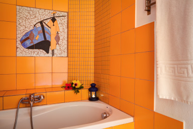 Beautiful broken tiles mosaic as a great complement to the bathroom 4 design