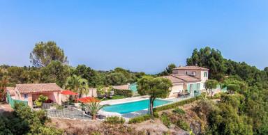 Enastående vacker villa med pool och jacuzzi