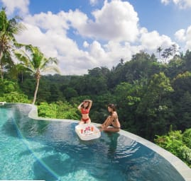 Limitless Jungle Villas Complex, 5 BR, Ubud w/ staff
