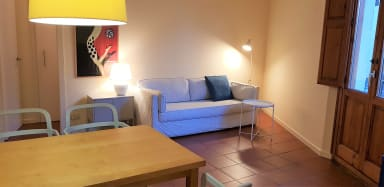 Spacious 2 BR apt, free wifi and equipped for long stays -Rambla L