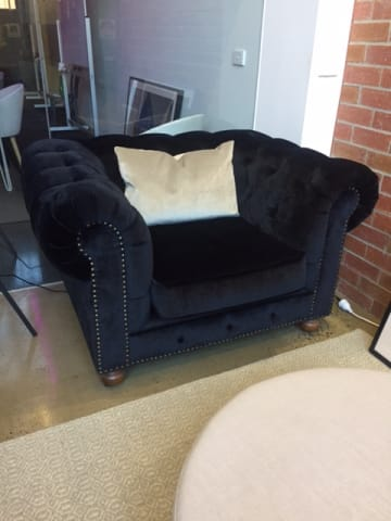 Notting hill velvet chesterfield armchair ebony black 01