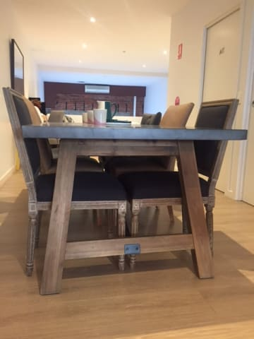 Dover dining table 03