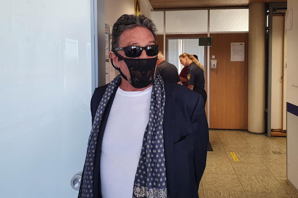 """La pazza vita di John McAfee... """"Il perizoma è l'unica mascherina che ho"""" (parte 3)"""