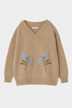 FLOWER EMBROIDERY V NECK KNIT TOP