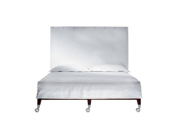 Neoz: Bed on casters W 180 cm D 200 cm H 165 cm