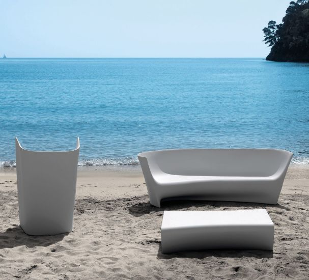 Pliè: Armchair available in different finishings