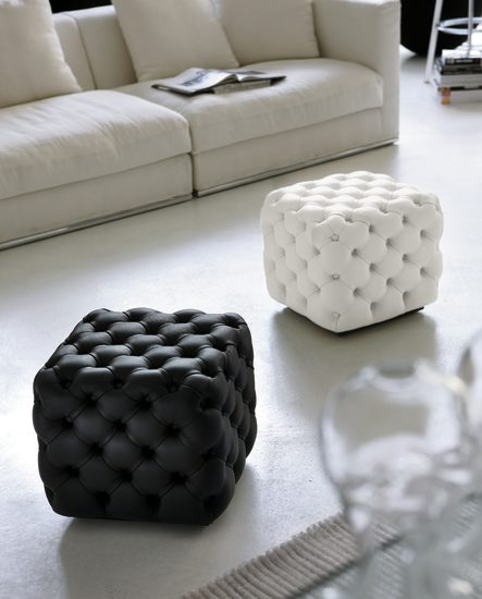 Alcide: Square pouf in different sizes with capitonné finish