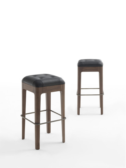 Webby: Stool upholstered in fabric or leather