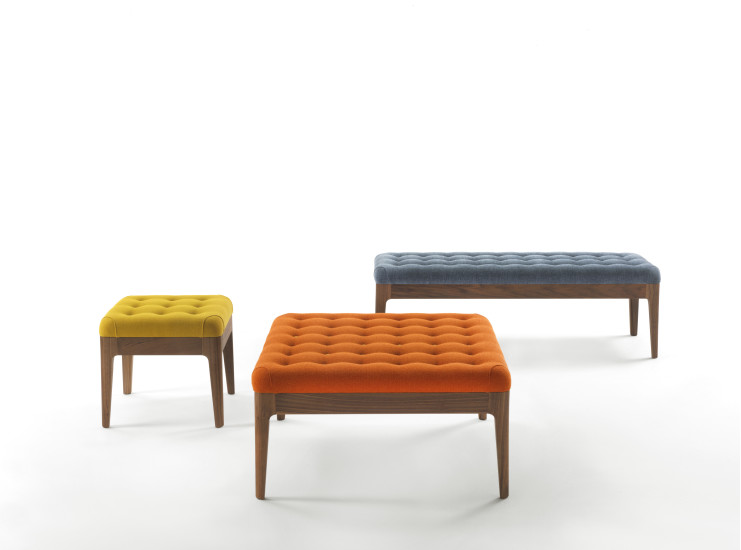 Webby: Pouf 82 cm x 82 cm upholstered in fabric or leather