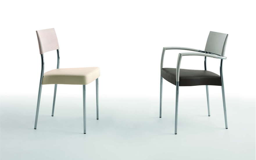 Airon: Small armchair with upholstered seat and top rail in solid wood
