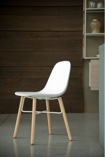 Babah W: Chair available in different colours and finishings