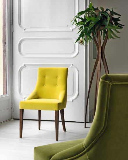 Chloé: Chair upholstered in fabric or leather