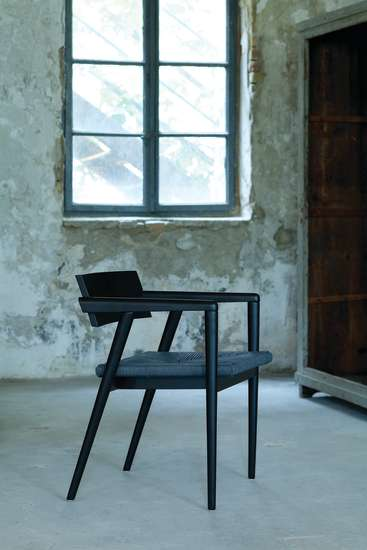 Dormitio: Armchair with pape cord seat