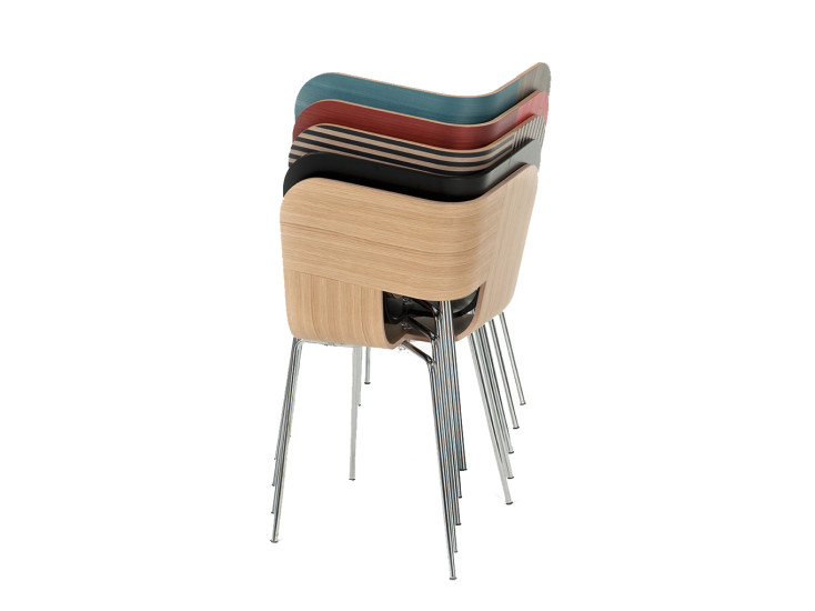 Tria Metal: Chair with white open pore seat and chromed legs