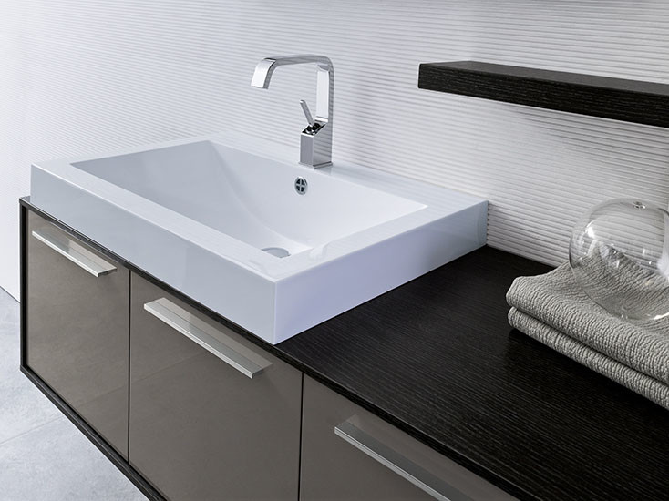 Asia: Countertop / integrated basin in Mitek