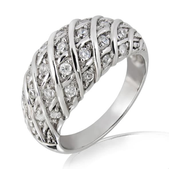 แหวนทอง 18K ประดับเพชร น้ำหนักรวม 0.40 กะรัต ค่าสี F ค่าความสะอาด VS