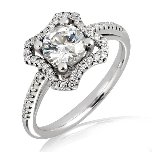 แหวนทอง 18K ประดับเพชร น้ำหนักรวม 0.90 กะรัต ค่าสี F ค่าความสะอาด VS2 EX/EX/EX เพชรมาพร้อมใบรับรองจาก GIA