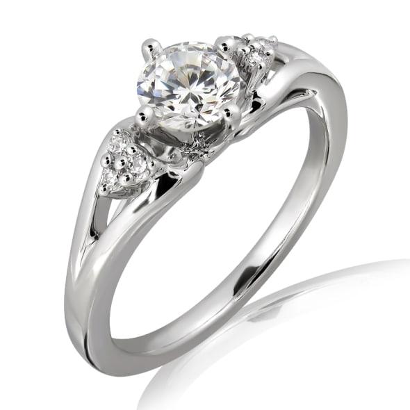 แหวนทอง 18K ประดับเพชร น้ำหนักรวม 0.25 กะรัต ค่าสี E (น้ำ 99) ค่าความสะอาด VS2