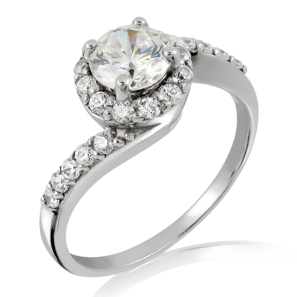 แหวนทอง 18K ประดับเพชร น้ำหนักรวม 0.45 กะรัต ค่าสี F ค่าความสะอาด VS