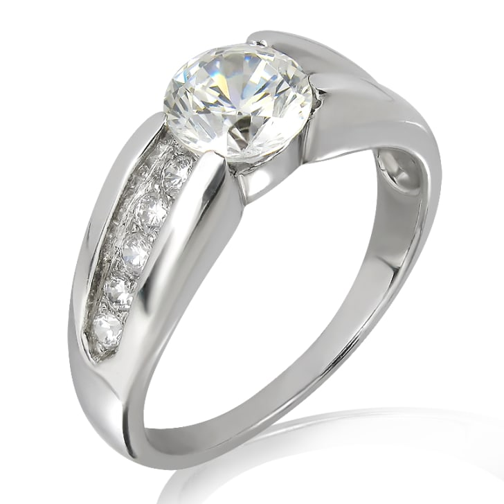 แหวนทอง 18K ประดับเพชร น้ำหนักรวม 0.53 กะรัต ค่าสี E ค่าความสะอาด VS2 เพชรมาพร้อมใบรับรองจาก GIA
