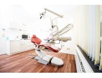 Behandlungszimmer zahnarztpraxis p  tomovic frankfurt gross minxdhima