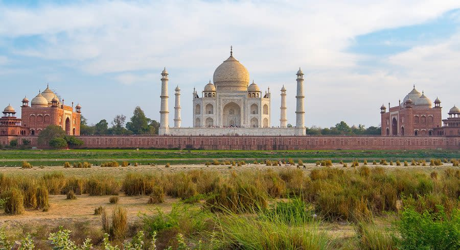 Enchanting Travels India Tours Amazing view of Taj Mahal in the Evening