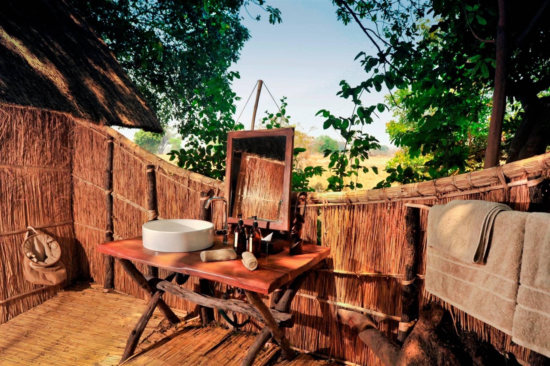 Badezimmer im Busch - Luwi Bush Camp - Südluangwa, Sambia
