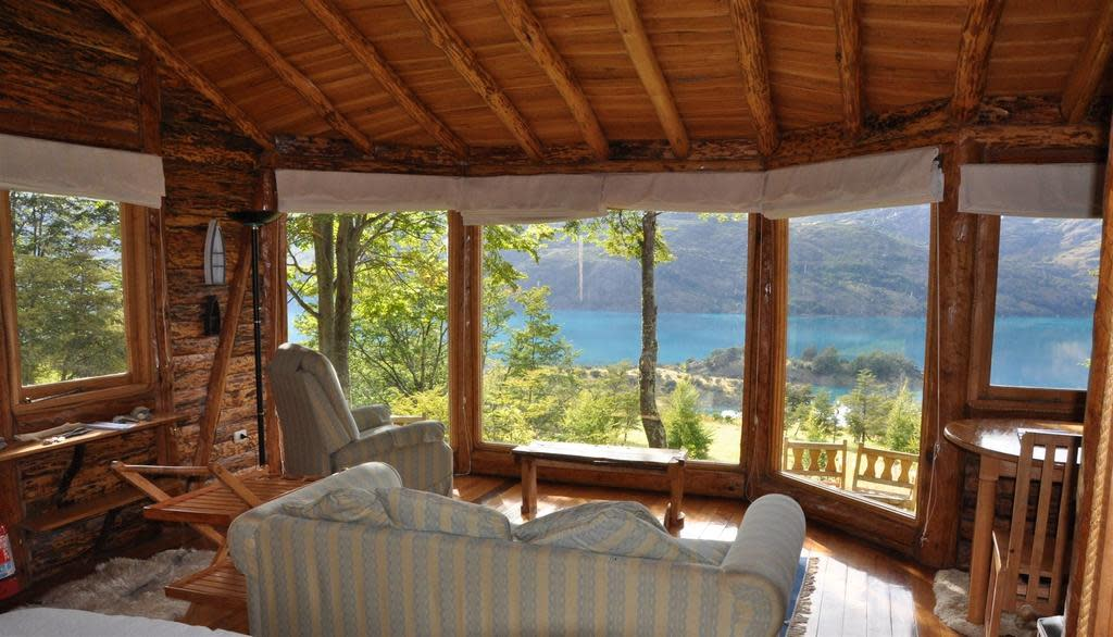 Living room of the Malinn Colorado Eco Lodge - Puerto Gadal, Chile