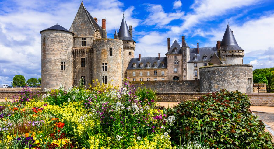 Beautiful-medieval-castle-Sully-sul-Loire.-famous-Loire-valley-river-France