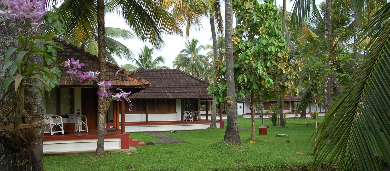 Hotel Coconut Lagoon South India