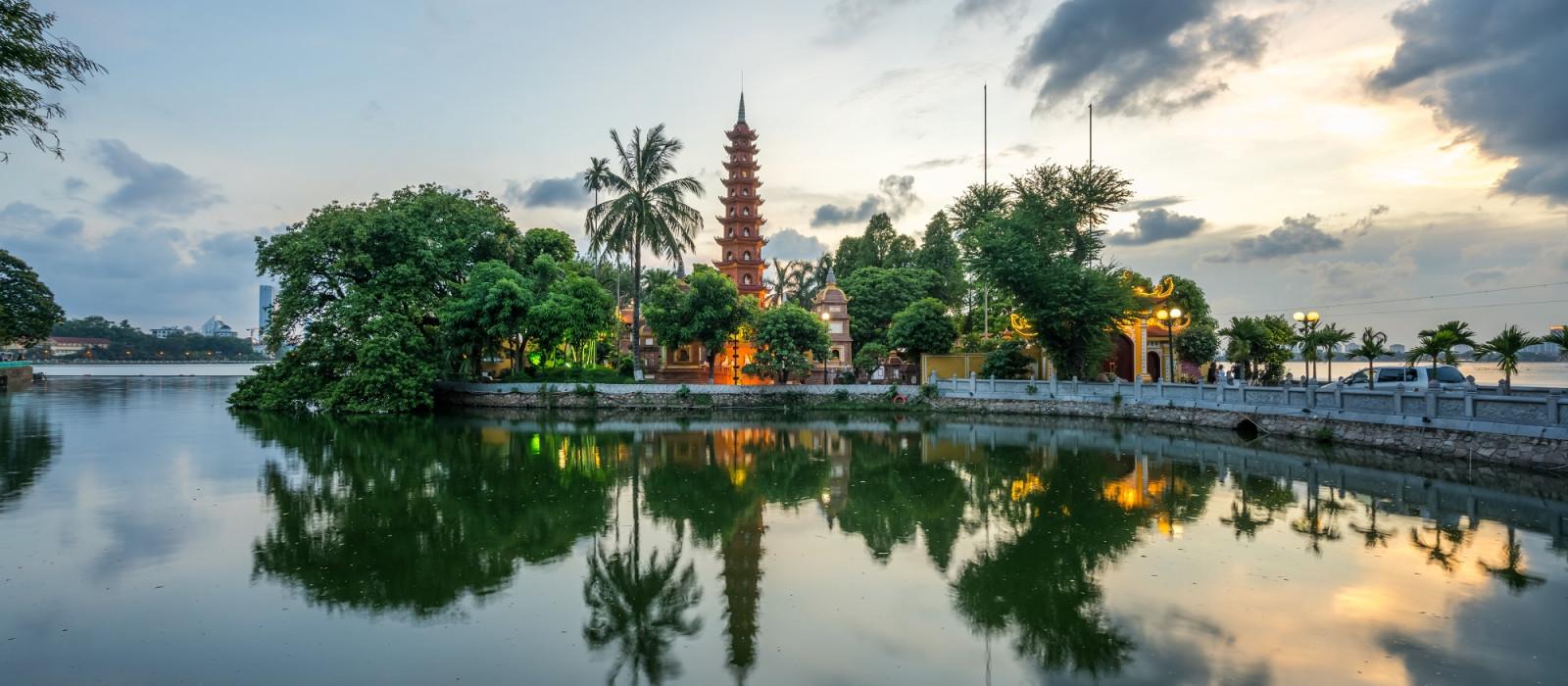 Vividly Yours, Vietnam Tour Trip 1
