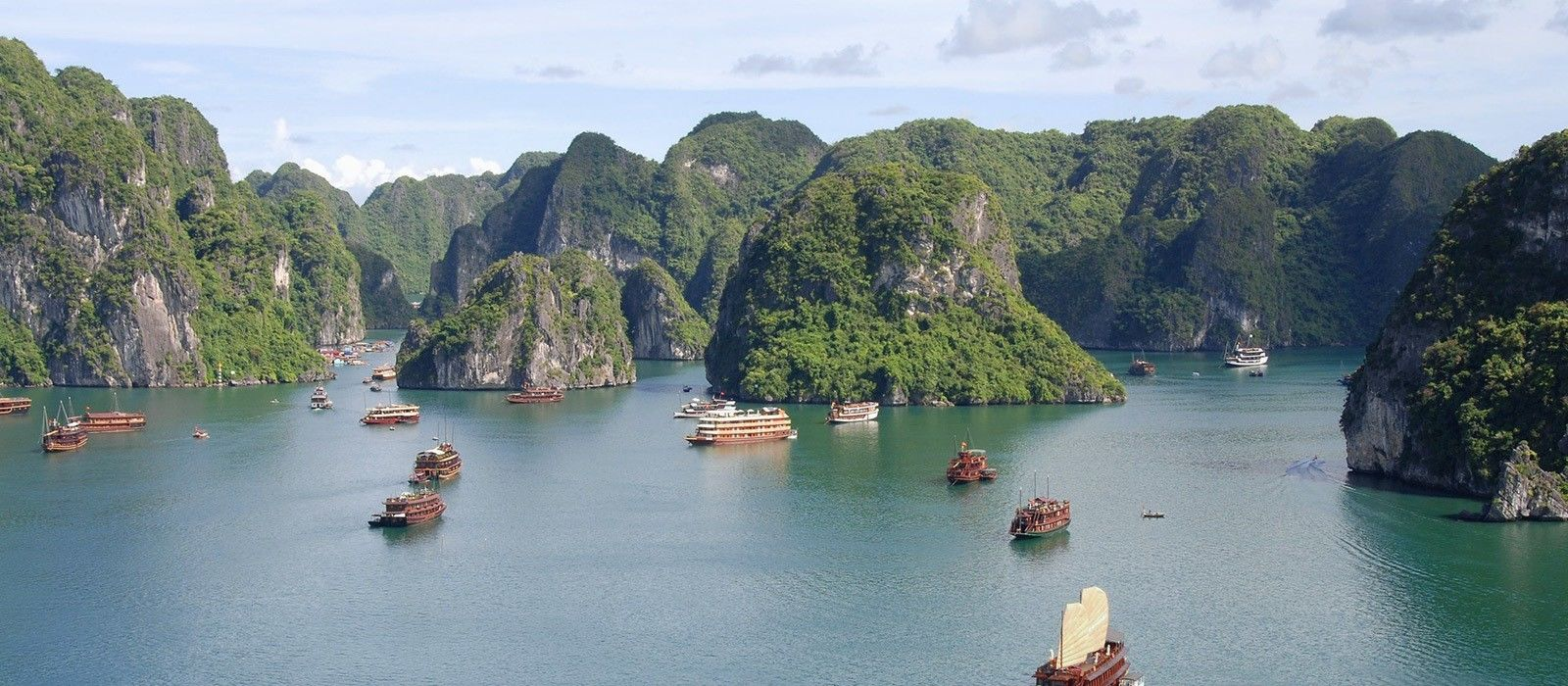 Destination Halong Bay Vietnam