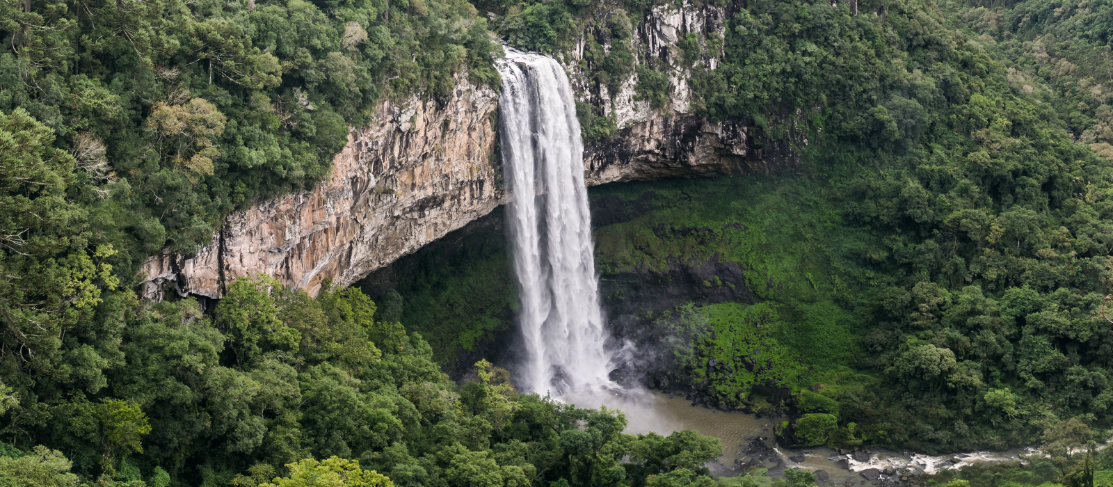 Schöne Aussicht auf den Caracol Wasserfall (Schneckenwasserfall) - Canela- Rio Grande do Sul - Brasilien, Südamerika