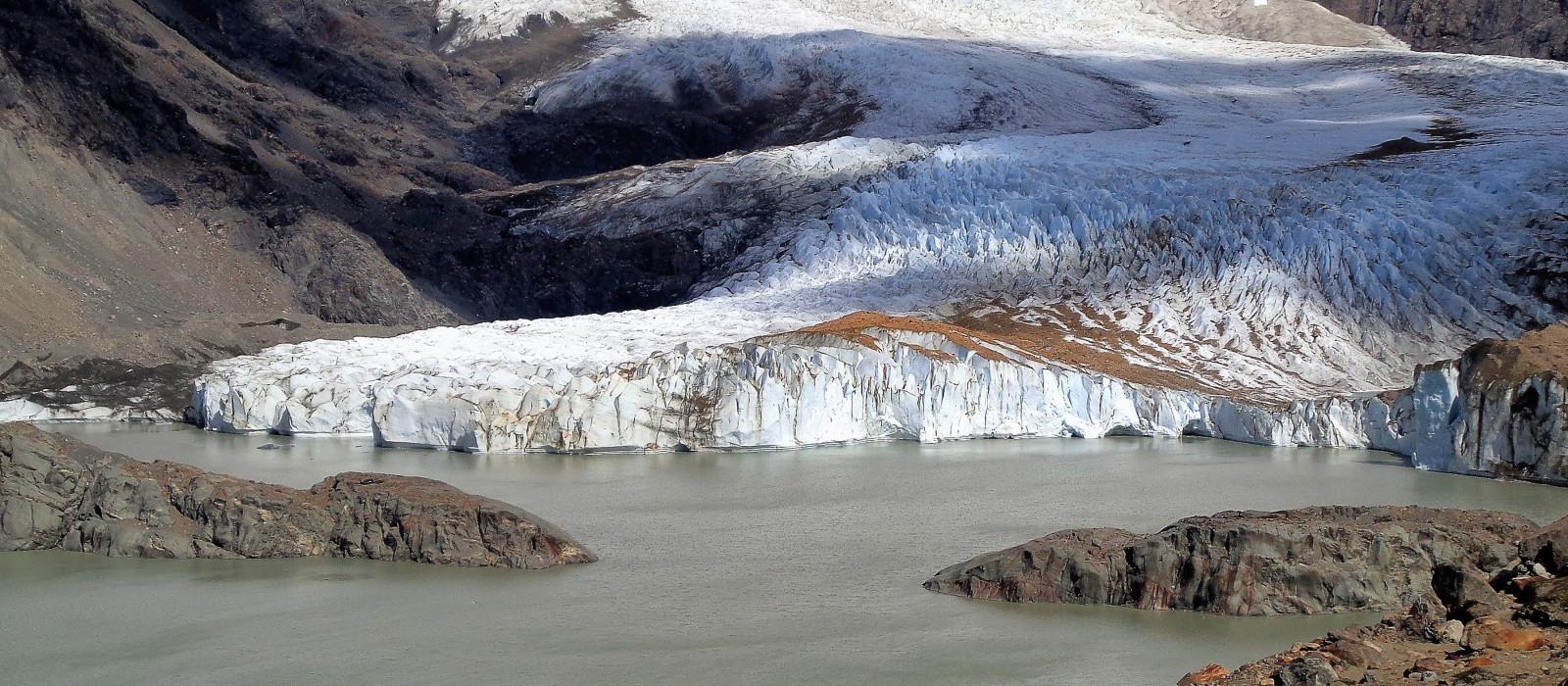 Laguna Torre und sein kleiner Gletscher, der am Ende eines langen Weges in Patagonien Argentinien liegt.